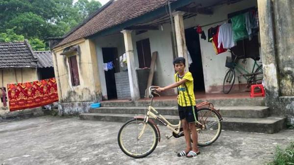 """""""Mẹ ơi, bao giờ mẹ con mình hết khổ"""": Câu chuyện về một gia đình Bắc Giang khiến ai cũng rơi nước mắt"""
