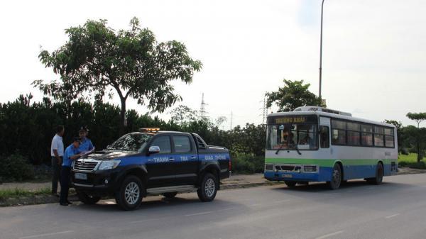 Bắc Giang phát hiện, xử lý nhiều xe đưa đón công nhân vi phạm tại các khu công nghiệp