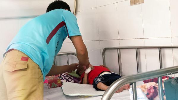 """Gia cảnh khốn cùng của cả gia đình bị nhiễm HIV nhưng không biết nguồn lây: """"Tôi chỉ còn 1 triệu dành lo hậu sự cho con..."""""""