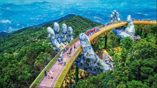 """Dân tình """"bấn loạn"""" rủ nhau về check in với cây cầu vàng hình bàn tay khổng lồ duy nhất ở Việt Nam"""