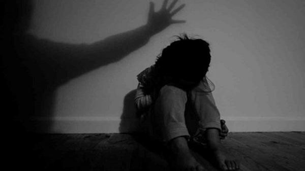 Bé gái 4 tuổi t.ử v.ong, nghi bị bạn thân của cha đánh