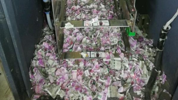 Sốc: Chuột 'đột nhập' vào máy ATM gặm nát gần 600 triệu đồng
