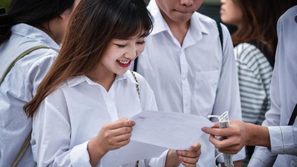 Chiều nay gần một triệu thí sinh làm thủ tục dự thi THPT quốc gia 2018