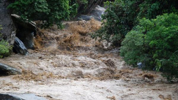 Mưa lớn và cảnh báo nguy cơ lũ quét, sạt lở đất trên tỉnh Hòa Bình