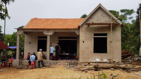 Tang thương phủ kín xóm nghèo: Điện phóng khi đang dựng cột viễn thông, 7 người thương vong