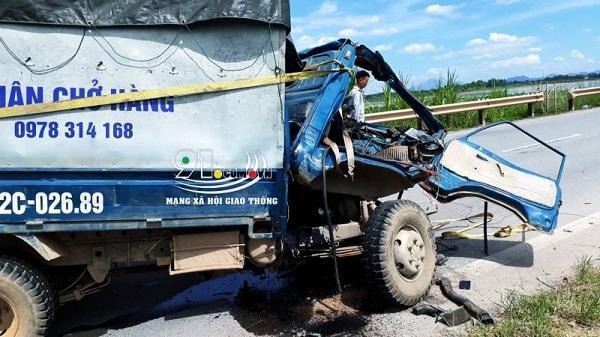Thương tâm: Tài xế xe tải t.ử vong sau cú đấu đầu xe đầu kéo
