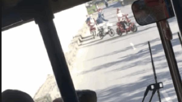"""Cười bể bụng: Thấy nhiều xe máy đi ngược chiều ở Hải Dương, bác tài dọa """"có công an"""" khiến loạt xe quay đầu"""