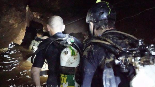 NÓNG: Một thợ lặn hải quân Hoàng gia t.ử nạn trong quá trình giải cứu đội bóng Thái Lan