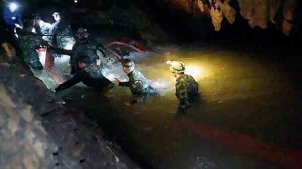 NÓNG: Một cựu đặc nhiệm hải quân t.ử nạn trong quá trình giải cứu đội bóng