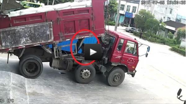 Thùng xe tải hàng tấn sập xuống đầu liệu có chết?