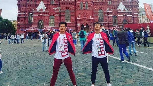 Thủ môn Bùi Tiến Dũng 'diện đồ đôi' cùng Đức Chinh sang Nga trao giải World Cup 2018