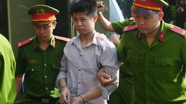 Đẫm nước mắt tại phiên tòa xét xử bị cáo thảm sát 5 người