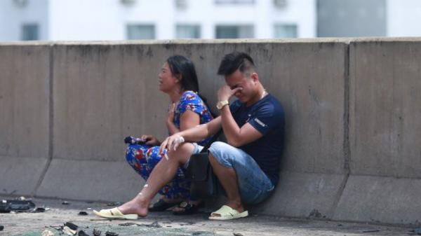 Va chạm kinh hoàng: Xe tải và container cháy rụi, thai phụ 6 tháng t.ử vong, người nhà khóc cạn nước mắt