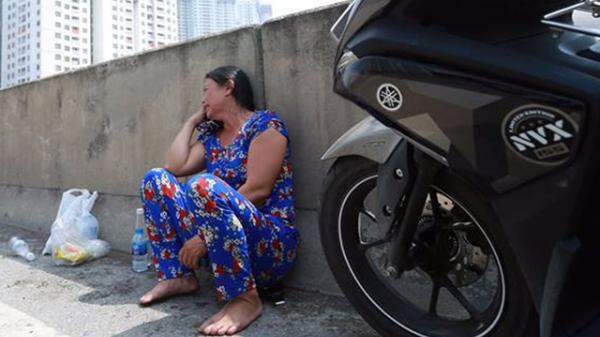 Người nhà khóc ngất đón thi thể phụ nữ có bầu 6 tháng t.ử vong trong vụ cháy xe khách