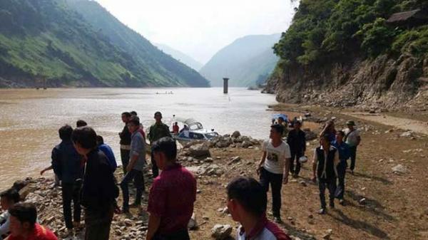 Tìm thấy 2 nạn nhân cuối cùng vụ lật thuyền gỗ tự chế chở 10 người ở Lai Châu
