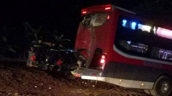 KINH HOÀNG: Hai xe khách giường nằm tông nhau, 24 người trọng thương