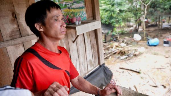 Cha cầm nén hương thắp con trai 2 tuổi, đau đớn tột cùng tìm người vợ trong đống đổ nát