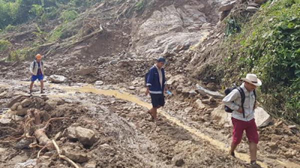 KINH HOÀNG: Đất đá sạt lở vùi lấp nhà máy thủy điện ở Yên Bái