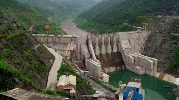 Vỡ đập thủy điện, hàng trăm người chết và mất tích