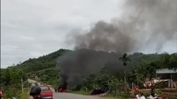 Xe chở hài cốt bất ngờ bốc cháy dữ dội trên đường quốc lộ