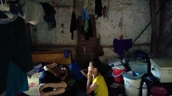 Bắc Giang: Mẹ ốm liệt giường phải nuôi con nhỏ, sống chủ yếu bằng tấm lòng hảo tâm của mọi người
