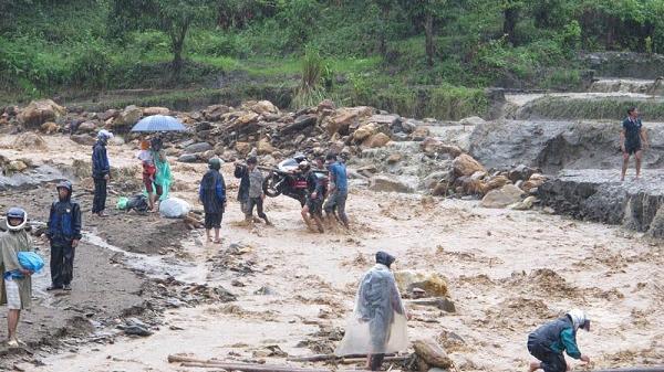 Dự báo thời tiết 30/7: Cảnh báo Lai Châu và các tỉnh vùng núi phía Bắc nguy cơ rất cao xảy ra lũ quét và sạt lở đất