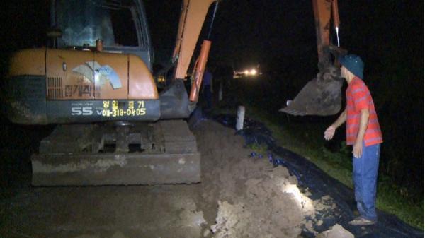 Khoái Châu (Hưng Yên): Phát hiện và xử lý kịp thời nứt vết nứt dài 150m trên đê sông Hồng