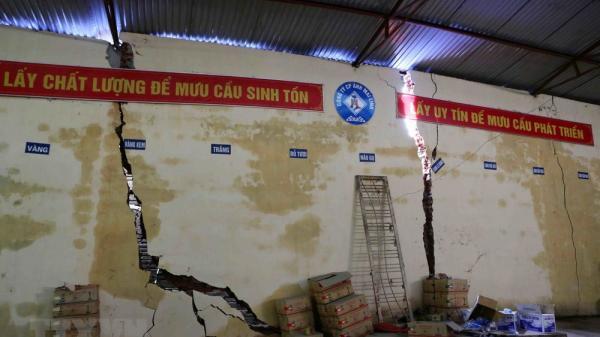 [Photo] Hòa Bình: Những ngôi nhà nhà nứt toác, vỡ rời sau đợt mưa lũ