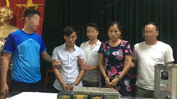 Giấu 50 bánh heroin trong xe mang BKS tỉnh Hải Dương rồi rủ vợ con và gia đình anh trai cùng đi giao ma túy