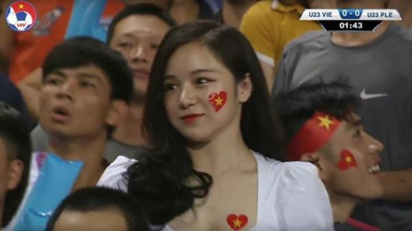 'Hot girl ngủ gật' Hưng Yên gây chú ý ở trận đấu U23 Việt Nam - Palestine