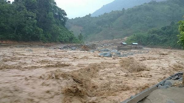 Sông Hồng và sông Chảy ở Lào Cai xuất hiện lũ lớn