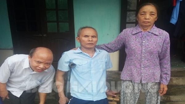 Hải Dương: Xót xa cảnh mẹ già chăm 2 con khuyết tật