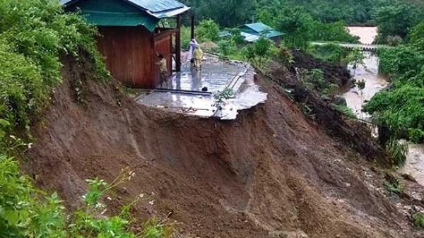 NÓNG: Sạt lở núi, tuyến đường sắt qua Yên Bái tê liệt