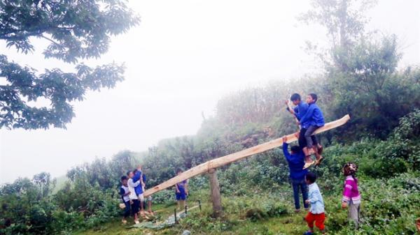 Độc đáo, đậm nét dân tộc lễ hội tình yêu dưới đỉnh Tơ Phồ Xa, Lào Cai