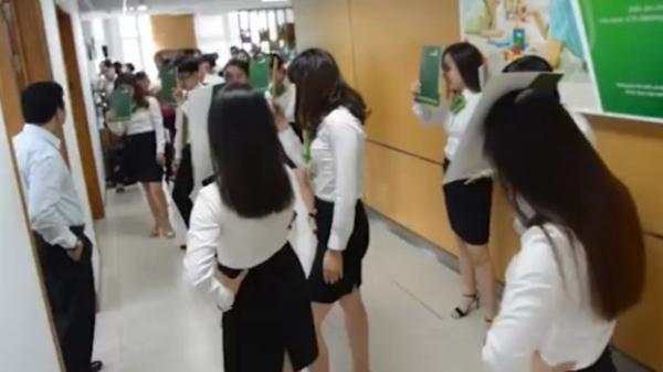 Dàn hot girl ngân hàng luyện tập mấy tháng trời để nhảy mừng sinh nhật sếp gây bão MXH