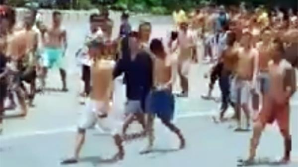 Hàng trăm học viên cai nghiện ở Tiền Giang tràn ra quốc lộ