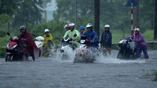 """KHẨN: Bão số 4 tăng tốc, giật cấp 11""""lao"""" vào Hải Phòng-Thanh Hóa, Bắc Bộ có mưa to đến rất to"""