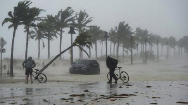 """Điểm """"nguy hiểm chết người"""" của cơn bão số 4"""