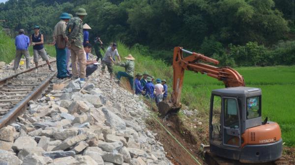 Khắc phục sạt lở trên tuyến đường sắt Yên Bái – Lào Cai