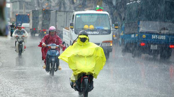 Thời tiết 24/8: Các tỉnh Bắc Bộ mưa dông, khu vực miền núi nguy cơ lũ quét