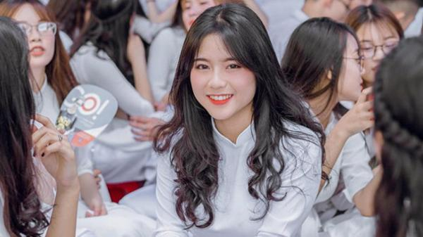 Nữ sinh Hưng Yên khen 'áo dài hóa thấp thành cao, béo thành gầy': 'Đã xinh nói gì cũng auto đúng'