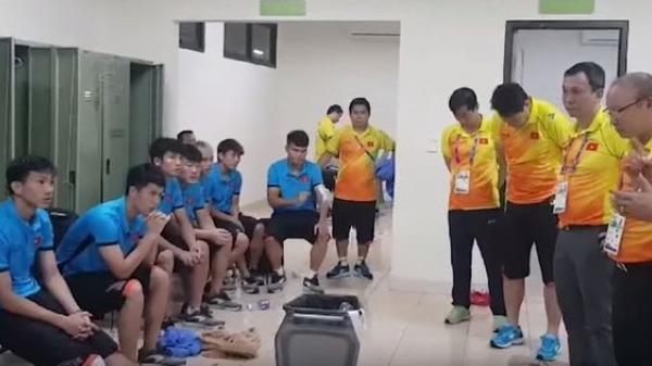 HLV Park Hang Seo dặn dò cầu thủ Việt Nam những gì trong phòng thay đồ sau trận đấu?