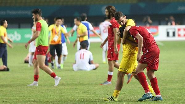 Áo đấu không tên cầu thủ, chỉ có SYRIA và nỗi đau in hằn lên sân bóng