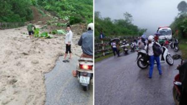 Sạt lở đất tràn xuống lòng đường quốc lộ 279, bùn nhão chảy tràn, giao thông tê liệt