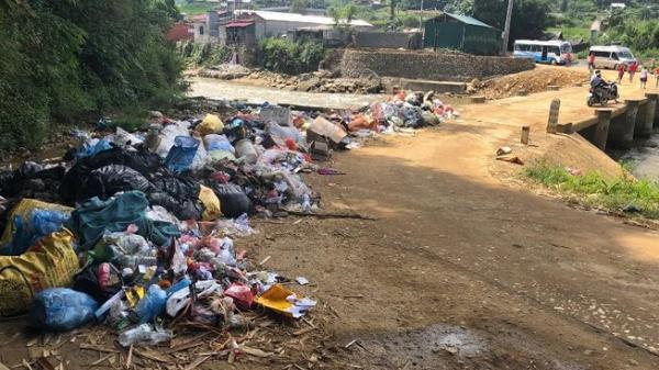 Dân Sa Pa bức xúc nạn du khách xả rác
