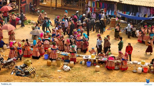 Độc đáo chợ phiên vùng cao Mù Cang Chải năm 2018