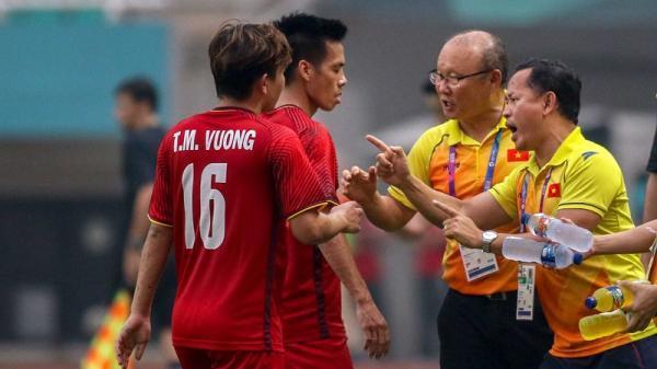 Vì sao Minh Vương là người được chọn đá phạt chứ không phải tiền vệ Quang Hải?
