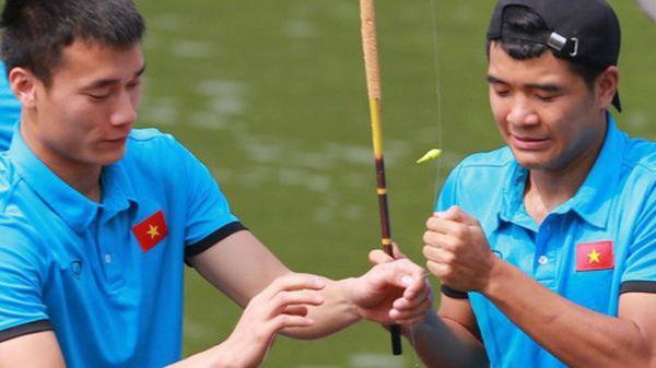 'Cười không nhặt được mồm' với màn câu cá của Quang Hải, Tiến Dũng và Đức Chinh