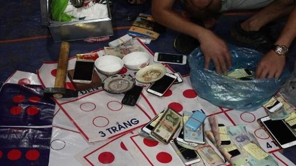 Lục Ngạn (Bắc Giang): Bắt giữ 30 đối tượng đánh bạc quy mô LỚN tại vườn vải