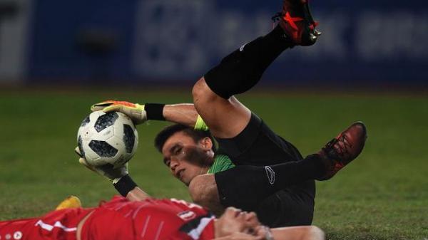 Ít ai biết rằng, thủ môn Bùi Tiến Dũng phải giấu nỗi đau để thi đấu tại ASIAD 18